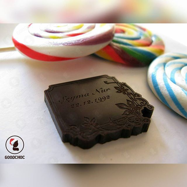 Şeymanurun doğum günü çikolatası 😊 . Sizde sevgilinizin doğum günü için farklı bir ürün düşünüyor musunuz? 😉 . . #goodchoc türkiyenin ilk ve tel kişiye özel çikolatası . Tel : 0553 775 1225 . . #kişiyeözelçikolata #kişiyeözel #özeltasarım #logolu #logoluçikolata #logoyaözeçikolata #yılbaşıhediyesi #doğumgünühediyesi #dogumgunu #nişan #bebek #düğün #2017 #şeymanur