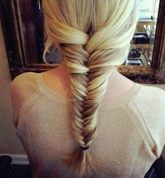 The lengthy hair is styled into a causal and lovely loose fishtail braid. Some side-parted layers are left out in front and most of the hair is combed back and then separated into three parts to gain the fun loose braid. Just a few simple steps can help gain the cool and romantic hairstyle. Smooth …