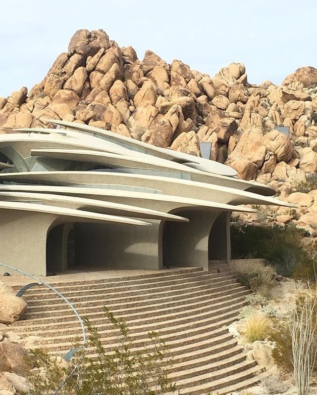 One of the most striking architectural sites I have ever visited Doolittle house in Joshua Tree, built by San Diego-based master of organic architecture Kendrick Bangs Kellog between 1989 and 2004