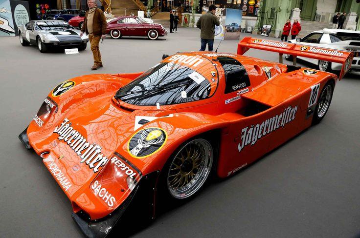 Au rayon voitures de course, vous pourrez admirer la Porsche 962 C de 1989. La 962 a déjà remporté trois fois les 24 Heures du Mans (la dern...