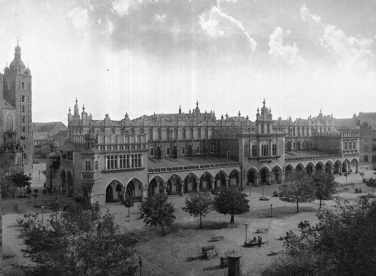 Fotografia przedstawiająca Sukiennice oraz rynek główny w 1890 roku!  Pocztówkę, do której ta fotografia została wykorzystana mamy ustawioną jako zdjęcie w tle