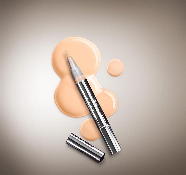 CORRECTOR FACIAL EFECTO REJUVECECEDOR BY L'BEL Corrector facial efecto rejuvenecedor. 1.5 ml e .05 fl.oz. Iluminada y radiante, es así como te verás con el corrector facial que cubre imperfecciones y atenúa rápidamente los signos del envejecimiento y las zonas oscuras de tu piel. Luce un rostro perfecto y olvídate de las imperfecciones.  Minimiza arrugas, cubre imperfecciones y manchas, dejándote un acabado natural. Su cobertura media y su textura fluida se adaptan muy bien a tu piel.