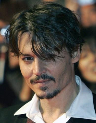 """Johnny Depp ou l'homme le plus sexy?  L'acteur prend la pose pour """"Sweeney Todd: The Demon Barber of Fleet Street,"""""""