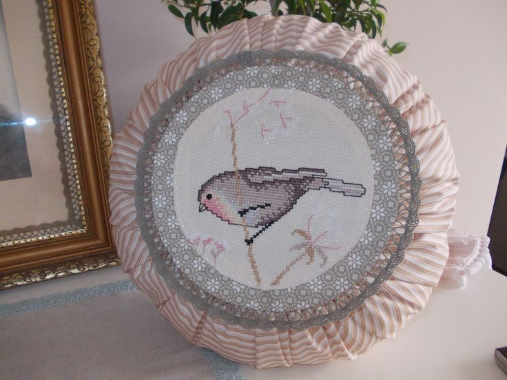 diy. vintage round pillow with bird