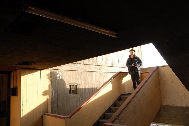 En la Villa Portales, buscando locaciones para una sesión del proyecto Cuentos de Hadas. Foto por Carlos González, año 2012.
