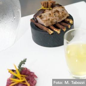 Cubo di cinghiale al vapore di liquirizia e arancia con cioccolato Xocoline e composta di cipolle all'anice - Chef Roberto Carcangiu