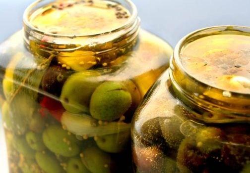Preparare le conserve di verdure sott'olio è molto semplice, ma ci sono degli accorgimenti da tenere presente, per non rischiare di buttare il cibo.