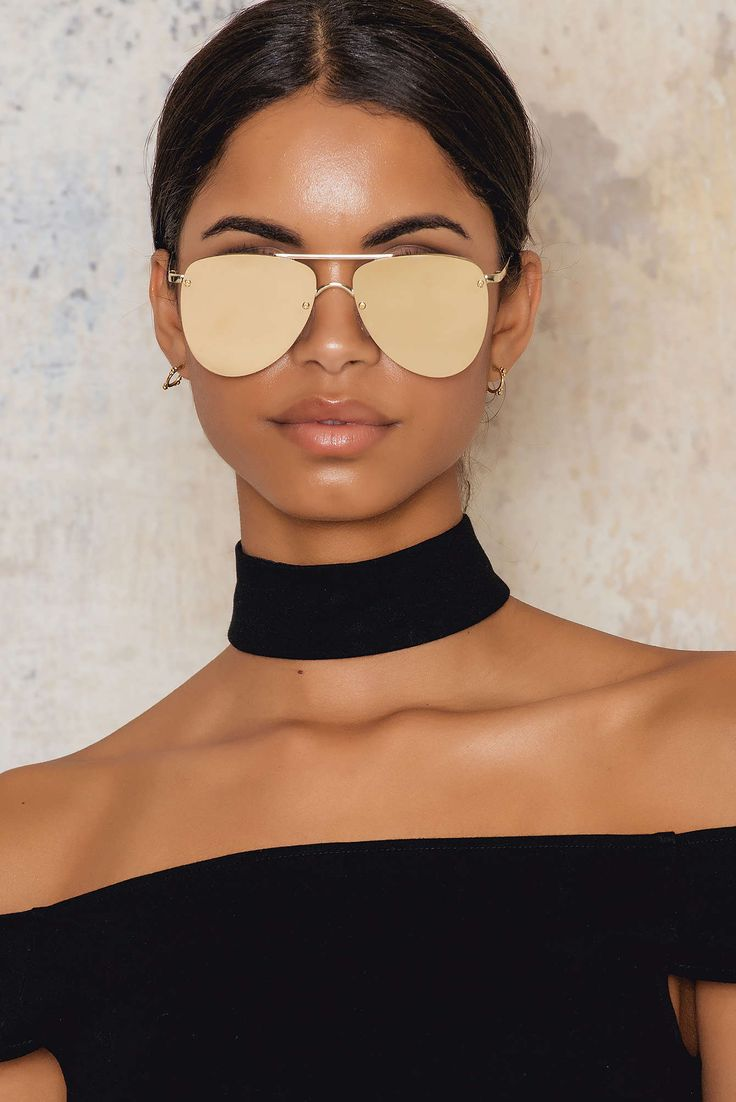 Golden baby! The Prince by Le Specs comes in Gold/Tan and is a futuristic update on the classic aviator features completely flat lenses, and spring hinges for maximum comfort. Stay stylish in this sunnies!