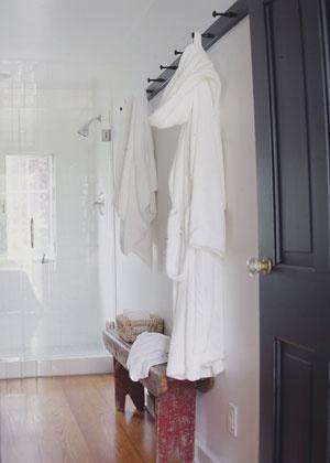 Peg rail for bathrooms