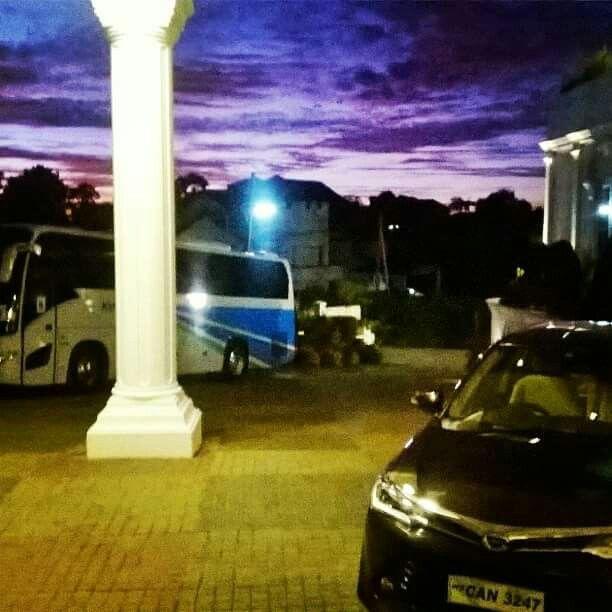 Nuwara eliya grand araliya hotel at early in the morning beautiful purple sky
