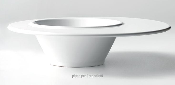 """Piatto per i Cappelletti. La tradizionale e classica """"tazza"""" per i cappelletti reggiani incontra il più moderno piatto offrendo funzionalità dal design unico e distintivo. #cappelletti #design #ceramica #foodporn"""