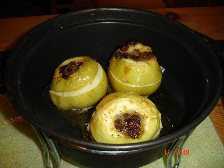 Baked apples a la Jamie Oliver! (via Hooray For Remoska)