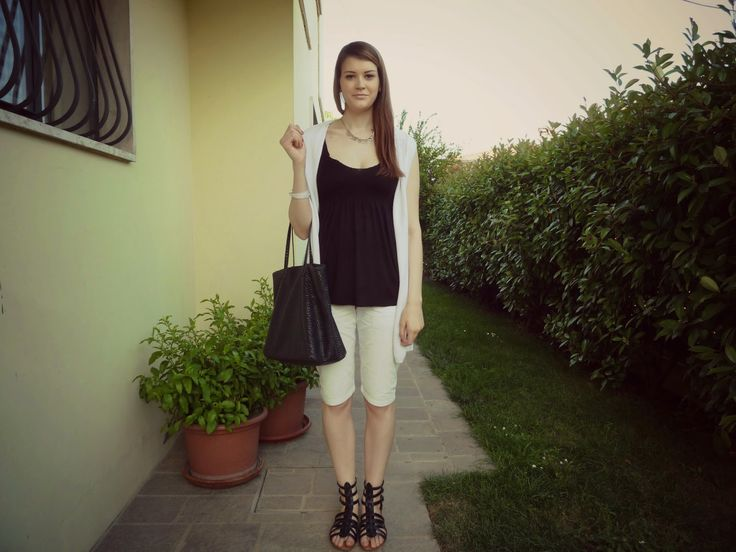 THE FASHION WINGS: Black and white look