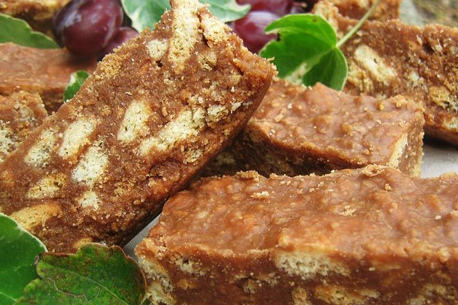 Chocolate Fridge Tart Photo : Jackie Cameron With the extra-long June holiday looming some homemade goodies will keep children entertained. Bear in mind this time in the kitchen will be for personal pleasure so sweet, chocolatey items that require little effort will be winners. The first treat that springs to mind is a deliciously simple chocolate fridge tart. A rich, textured flavour that is most dad's favourite. Remember to save him a slice! Chocolate Fridge Tart Yields : 1 ...