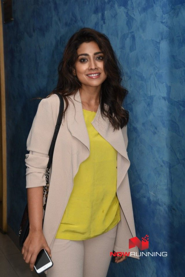 Shirya Saran grace screening of Aparna Sen's Sonata movie