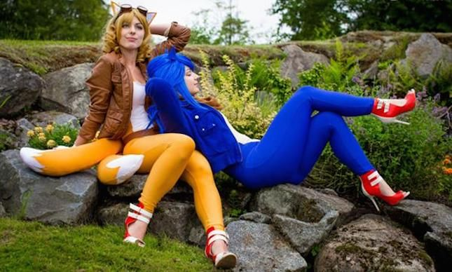 Dress up as Sonic + Tails for Halloween.