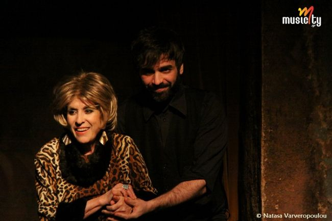 Η Σύλβα και ο Δράκος με τη Νένα Μεντή & Παναγιώτη Τσεβά 2ος Χρόνος στο Χαμάμ Η Σύλβα, γνήσια λαϊκή Σαλονικιά τραγουδίστρια του '60 θυμάται τα παιδικά της χρόνια, τους έρωτες της, τα λαϊκά κέντρα που δούλεψε.Με τη Νένα Μεντή,συνοδεύει στο ακορντεόν ο Παναγιώτης Τσεβάς.