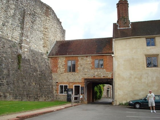 Entrance to Farnham Castle
