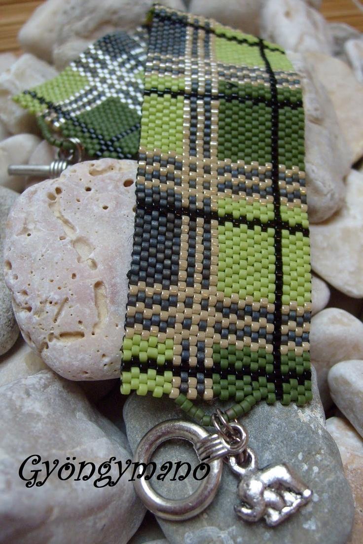 Green Peyote bracelet with stripes and blocks - Gyöngymanó gyöngyei