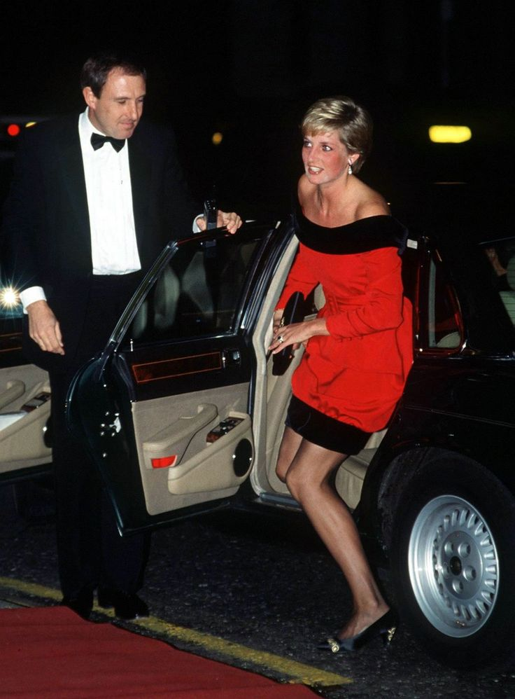 "On 24th September 1990 the Princess of Wales is at London's Aldwych Theatre for a charity performance of Noel Coward's ""Private lives""."