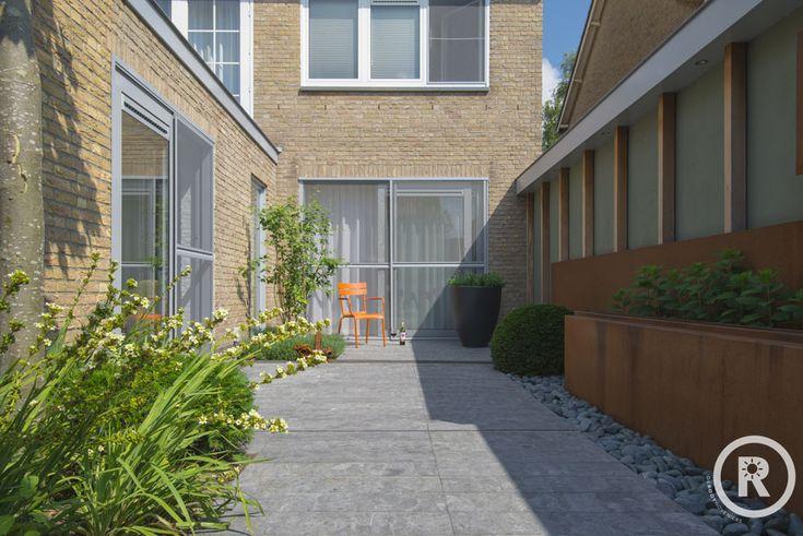Tuininspiratie De Rooy Hoveniers kleine strakke tuin cortenstaal terrastegels Made