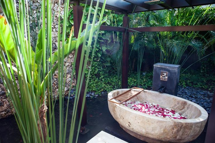 Spectacular bathtubs are only one of the many unique features of Villa Jamadara. #semarauluwatu #bali