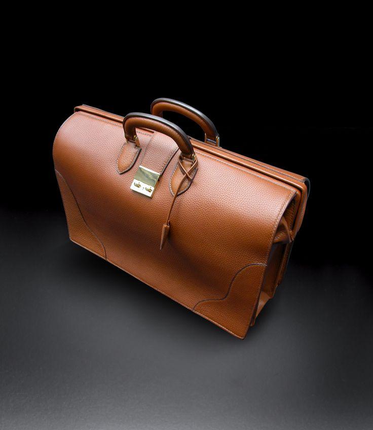 #Luxury #calf #leather #men #luggage entierly #handstitched and #handmade with a #linenstitch #Sac de #voyage de #luxe entièrement #fait et #cousu à la #main avec un #fil de #lin #DuretParis #madeinfrance
