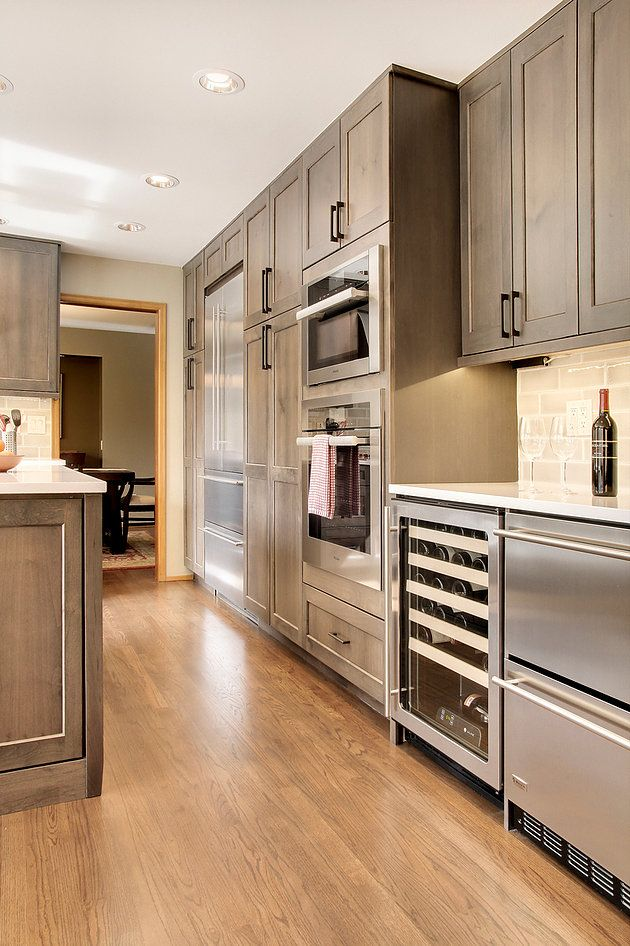 Steven Ray Construction Inc Specializes In Custom Kitchen Remodel Services In Issaquah And The Custom Kitchen Remodel Kitchen Design Stained Kitchen Cabinets