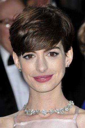ロングでかわいいイメージから一変!一気に大人の女性らしさに♡アン・ハサウェイ♡髪型がベリーショートのセレブ