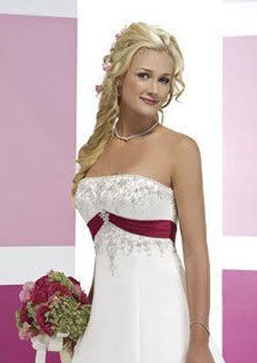 Robe de mariée Marily et décoration de salle vous offre une vaste gamme de robe de mariée pour tous les goûts, en vente, en location et en confection