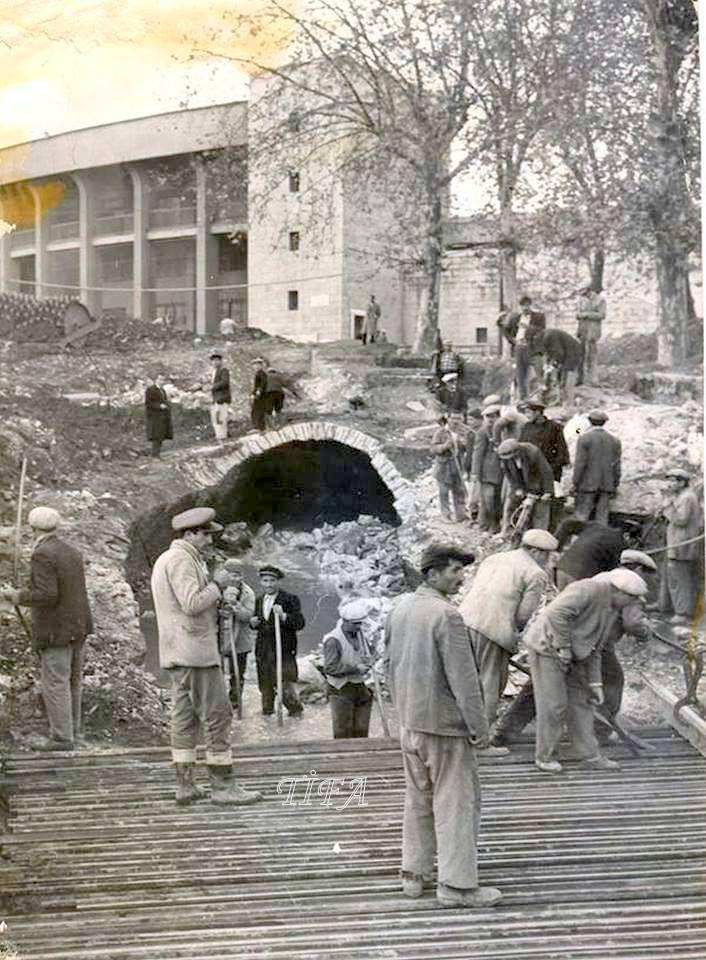 Dolmabahçedeki yol çalışmaları sırasında, Dolmabahçe Sarayı ile İnönü Stadyumu arasında ortaya çıkan tünel (1959)