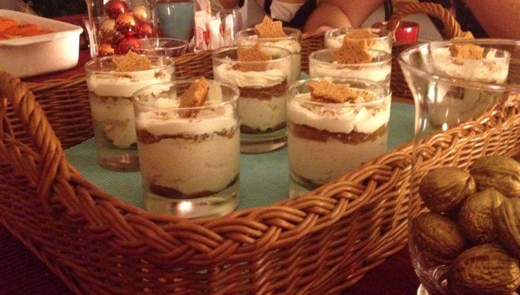 Lebkuchen Tiramisu   - Lebkuchen  - 500g Mascarpone  - 100g Rahmquark  - 2dl Rahm  - Weihnachtsgewürz  - Kaffee  - Likör