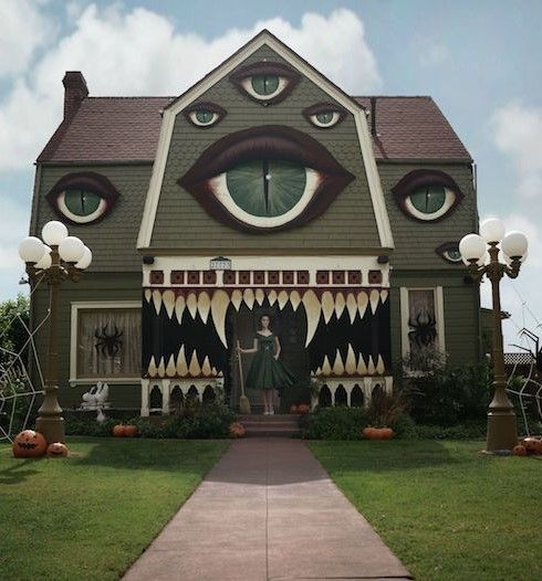 Artist Turns Ordinary Home To An Exceptional Monster House