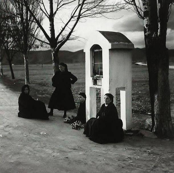 Στάση λεωφορείου στην Εθνική οδό Λάρισας-Τρικάλων.φωτ.Δημήτρης Λέτσιος δεκ.1960-70