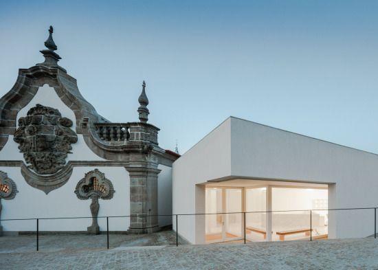 Gli architetti portoghesi Alvaro Siza e Eduardo Souto de Moura si occupano di trasformare ilMonastero diSão Bento, a San Tirso, nella sede del Museo Civico diAbade Pedrosa. All'antico comp…