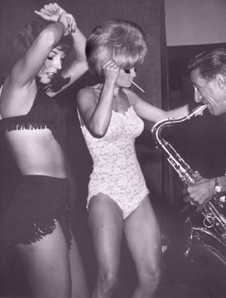 some GoGo dancers from back in the day! haha these are the real OG's.