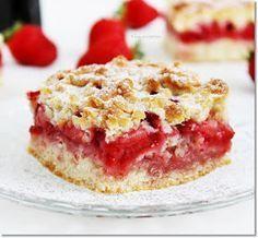 A hétvégi sütemény nem is készülhetett volna másfajta gyümölccsel, mint szép piros, és édes eperrel. A tésztája egy egyszerű, omlós lin...