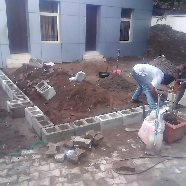 Working on the foundation footing of the proposed waiting area within the passport office IKOYI for heritage bank. #construction #constructionworker  #constructionindustry  #immigration #nigerianimmigrationservice #heritagebank #bankingindustry #woodworker #woodworking #carpentry #carpenter