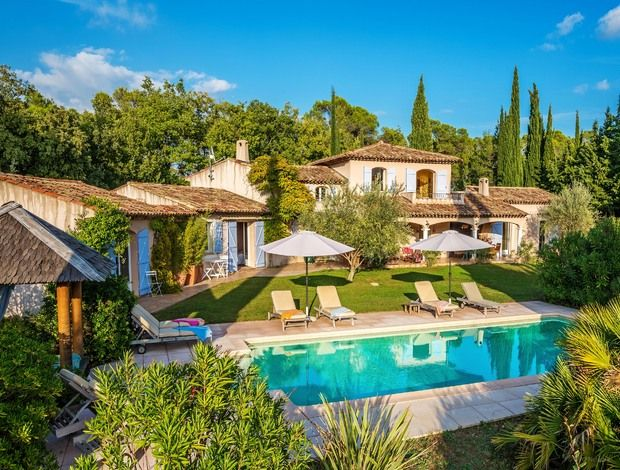 Enjoy the good life at this villa in Provence - fine wine, fine dining, outdoor pool, summer kitchen and furnished terraces. Riviera and airports 1hr
