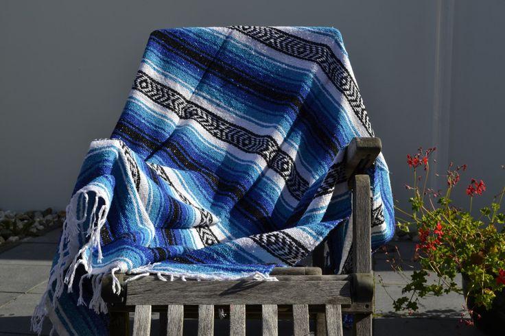 Een Mexicaanse deken is een zeer decoratieve deken. Verkrijgbaar in alle mogelijke kleuren. Wij hebben er honderden op voorraad. Bekijk ze op onze site.