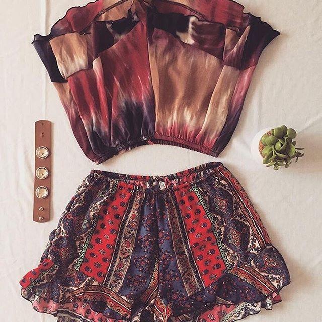 🌸#lookoftheday 🌴 SHORT PLAYERO ➕ Pulsera by @maddhandbags 🌴>> Te recordamos que estamos de lunes a viernes CON CITA PREVIA 🎉🎉 #smile #lookoftheday #summer #ss17 #top #cool #fashionista #fashion #love #like #ootn #summer #clothes #flowers #happy #blogger
