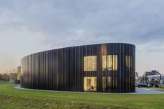 Voor Jacobs Elektro Groep heeft Oomen architecten op bedrijventerrein Minervum in Breda een nieuw bedrijfspand ontworpen. Een duurzame installatie met warmte/koude opslag in de bodem, zonnepanelen …
