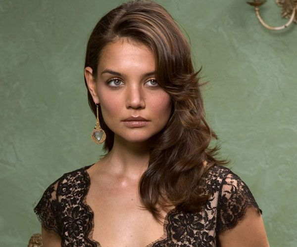 medium wavy hair 30 Breathtaking Katie Holmes Hairstyles