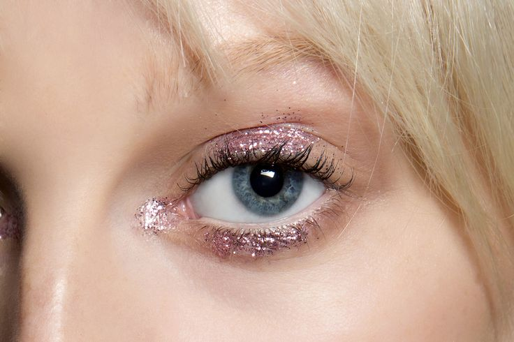 Brilhe muito: dicas para usar glitter no make sem ficar com cara de Carnaval - Vogue   Maquiagem