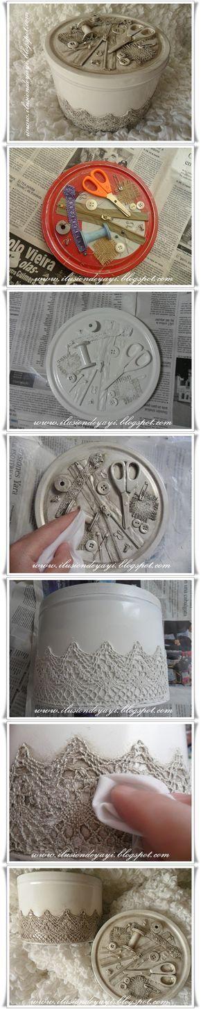 Lata para guardar os itens de costura. Na tampa, cole os acessórios que você não usa mais e depois cubra toda a embalagem com tinta spray. #diy #lata #costura