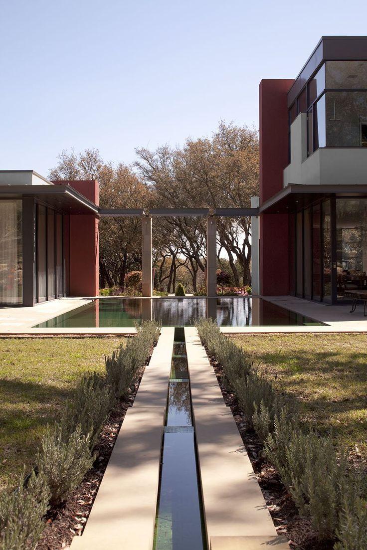 Brian Dillard Architecture have designed the Villa M in Austin, Texas.