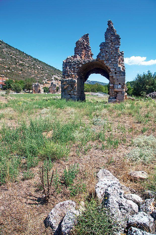 ΣΤΥΜΦΑΛΙΑ Τα ερείπια της Μονής Ζαρακά του 13ου αιώνα
