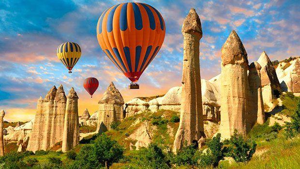 Kendinizi Kapadokya'nın büyülü havasına bırakın! Uçmak belki de insanoğlunun en eski hayallerinden biri... Böyle bir hayaliniz yoksa bile Kapadokya'nın büyülü coğrafyasında bunu içten içe aslında ne kadar çok istediğinize tanık olacaksınız. Atlayın bir balona, Kapadokya'nın ve özgürce uçmanın keyfini sürün...