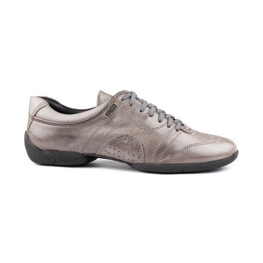 Genial dansesneakers fra PortDance. Modellen PD Casual 001 er udført i lyst, gråt læder og gummisål for super grip samtidig med et fantastisk fit og høj fleksibilitet. Skabt med øje for optimale spinmuligheder! Forhandles hos Nordic Dance Shoes: http://www.nordicdanceshoes.dk/portdance-pd-casual-001-lys-graa-laeder-dansesneakers#utm_source=pin