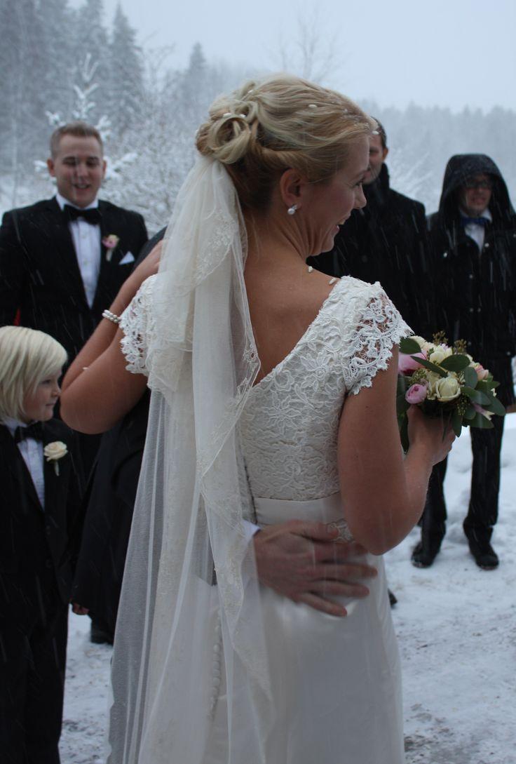 Brudklänning i sidensatin från Grace of sweden